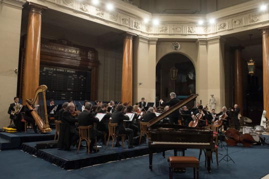 """La orquesta nacional de música argentina """"Juan de Dios Filiberto"""" ha realizado varias presentaciones en la BCBA."""