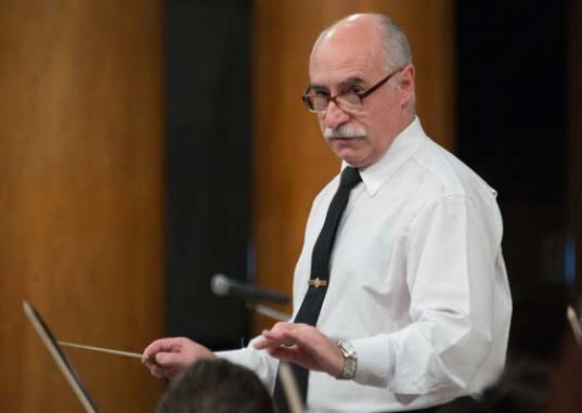 El Director de la Orquesta Sinfónica de la Policía Federal Argentina, Subcomisario (Músico) Daniel Batistta.