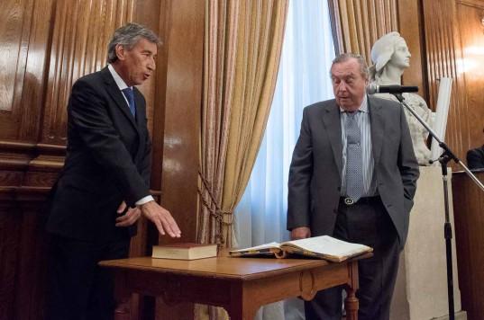 El presidente del Tribunal, Juan Carlos Carvajal, le tomó el juramento a Jorge A. Rojas para ejercer el cargo de árbitro permanente.