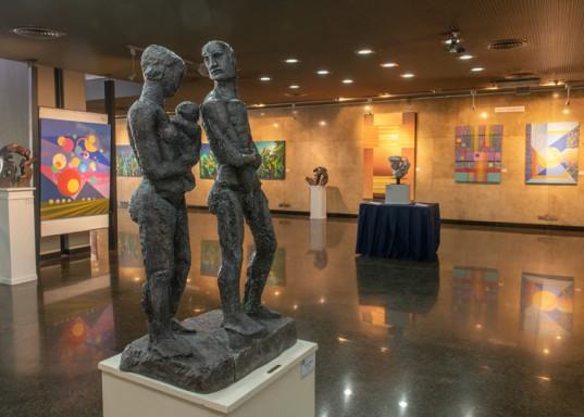 """""""La familia"""", escultura de Aurelio Macchi, elaborada en bronce."""