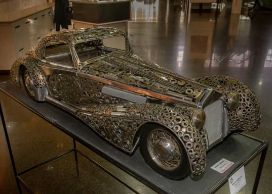 """""""Delage D8 120 1937"""", obra de Mario Tagliavini elaborada en hierro y acero."""