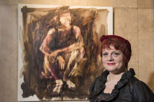 """En su serie """"Mirada de Mujer"""", Lucía Calabrino utiliza óleo, acrílico y pintura asfáltica."""