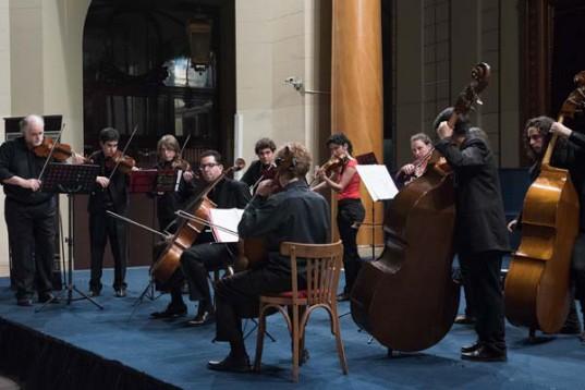 La Orquesta de Cámara Juvenil de Buenos Aires en su última actuación en la  Bolsa de Comercio de Buenos Aires.