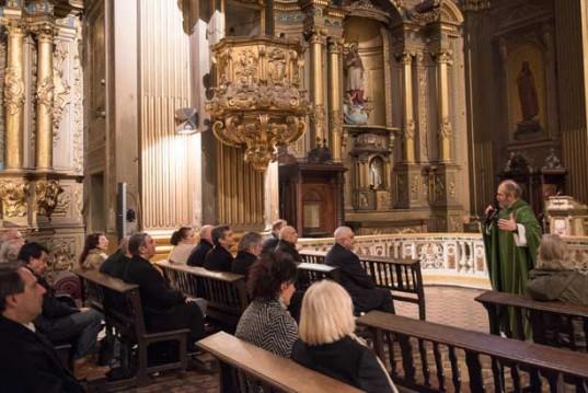 La Misa en Acción de Gracias y en Memoria de los Socios y empleados fallecidos  fue celebrada por el párroco Alejandro Llorente.