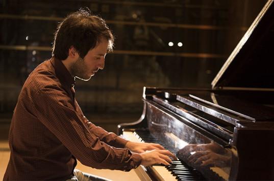 Carlos Morán, pianista argentino de veintisiete años, quien  resultó ganador de la beca del Mozarteum Argentino en 2015.