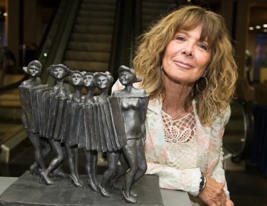 """La escultora Graciela Lama y su trabajo """"Rubias de New York""""."""