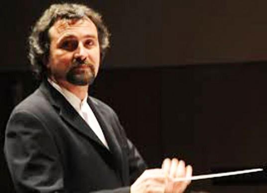 La Sinfónica Joven está conformada por jóvenes músicos estudiantes del Conservatorio y desde su creación, hace cinco años, es dirigida por el Mtro. Roberto Luvini.