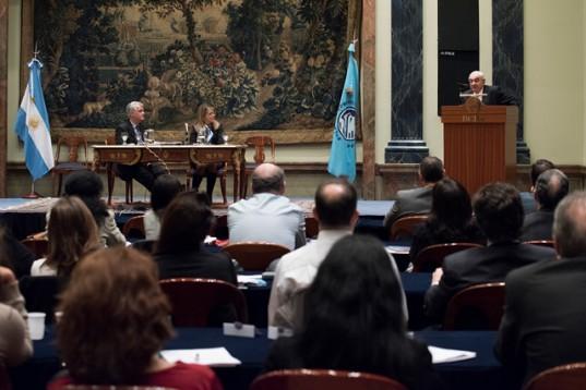 Al culminar el Programa de Desarrollo Profesional, el presidente de la BCBA, Adelmo Gabbi, dirigió unas palabras a los asistentes y agradeció la presencia de Jorge Alterini y Pablo Heredia.